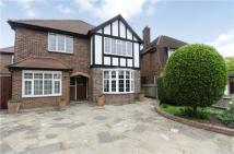 Detached house in Linkside, New Malden