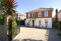 4 bed Detached home in Coombe Lane West...