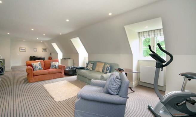 6 bedroom property/h