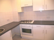 Flat to rent in LANDOR ROAD, London, SW9