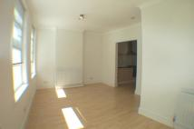 Flat to rent in Wandsworth Road, London...
