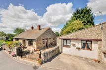 2 bed Detached Bungalow in Castlethorpe