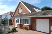 Detached Bungalow in Garden House...