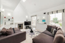 2 bedroom Flat to rent in Shorrolds Road...