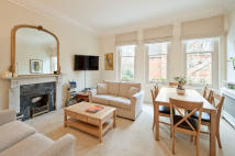 2 bedroom Flat in Collingham Gardens...