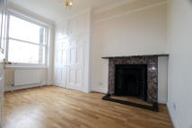Flat to rent in Devonshire Place, London...