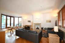 4 bed Detached home in Grove End Road, London...
