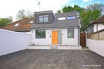 4 bed Bungalow in Robin Lane, Hendon, NW4