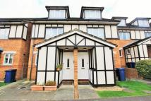 3 bed house in Heton Gardens, Hendon...