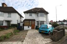 4 bedroom property to rent in The Vale, Golders Green...