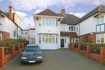 6 bed semi detached property in Gresham Gardens...