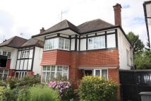 3 bed property to rent in Shirehall Park, Hendon...