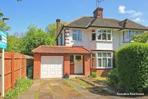 4 bed property in Bell Lane, Hendon, NW4