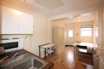 Studio apartment in Elm Park Gardens, Hendon...