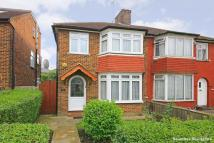 3 bedroom house in The Vale, Golders Green...