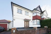 5 bed home in Hendon Way, Hendon, NW4
