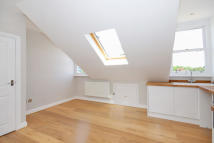 Flat in Elmcourt Road, London...