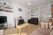 Flat to rent in Elthorne Road, Uxbridge...