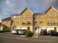 Town House to rent in Arklay Close, Hillingdon...