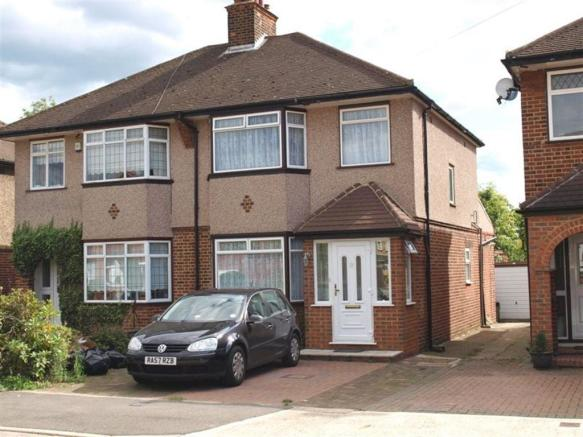 bedroom house to rent in blacklands drive hayes end ub4 ub4
