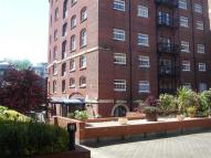 Apartment in Ferry Street...