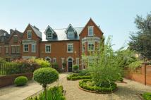 6 bed semi detached house in Rothsay Gardens, Bedford...