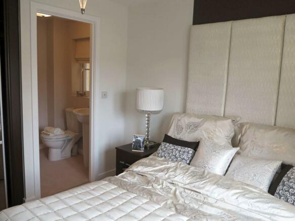 Kingsbridge Bed 1 with en suite