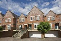 4 bed property in Pinel Close...