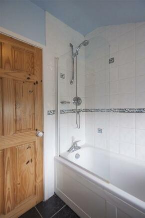 En-Suite Bath ...