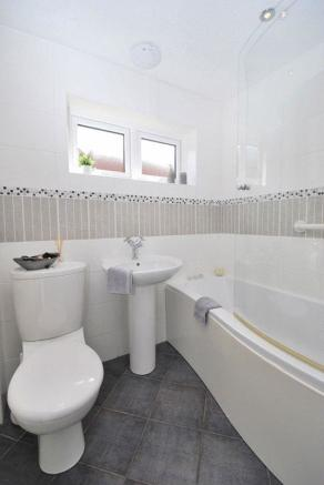 Main Bathroom ...