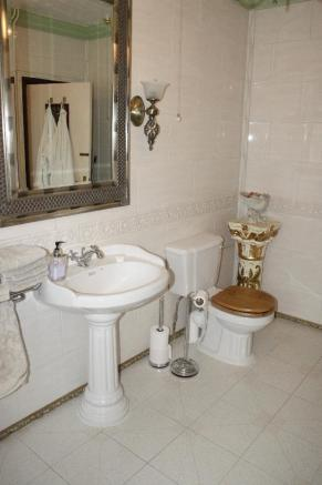 shower room showing wash basin and large mirror