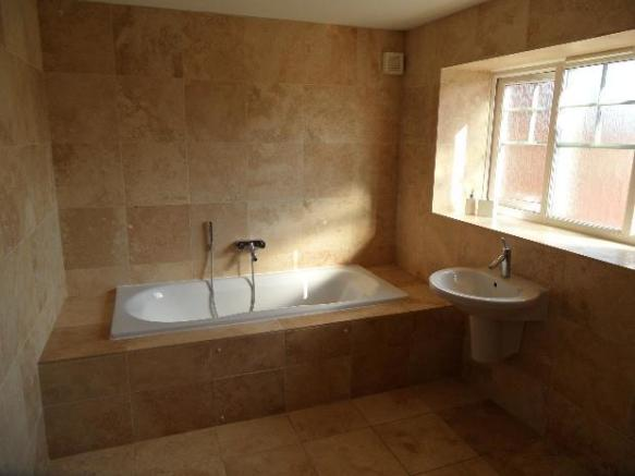 En suite bath shower room