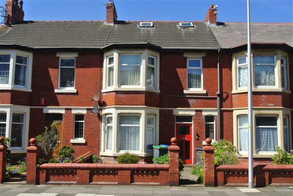 4 Bedroom Flat For Sale In Holmfield Road Blackpool Fy2