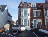 7 bed Flat in Queens Promenade...
