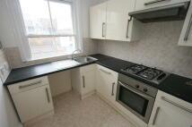 Flat to rent in Queens Road, Hastings...