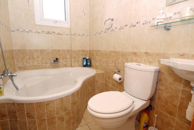 Corner Bath Room