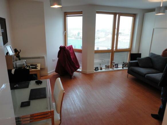 studio flat to rent in ratcliffe court bristol bs2. Black Bedroom Furniture Sets. Home Design Ideas