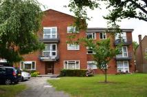 Flat to rent in Oakleigh Park North...