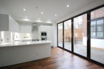 3 bed home in Elmore Street , N1
