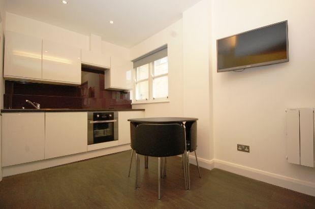 Studio flat to rent in Curtain Road, London, EC2A, EC2A