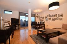 Curtain Road Flat to rent
