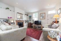 3 bed Terraced property to rent in Woodseer Street, E1