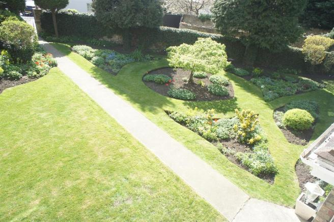 b2 front garden view