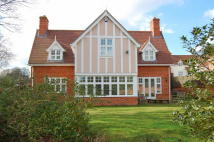 5 bedroom Detached house in Kingswood...