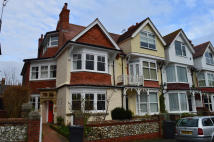 Ground Flat to rent in Vicarage Road...