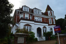 2 bed Flat to rent in Silverdale Road...