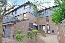 2 bed Maisonette in Manaton Close...