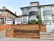 4 bedroom semi detached house in Westwood Park...