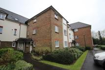Flat to rent in Elm Park Road, Pinner...