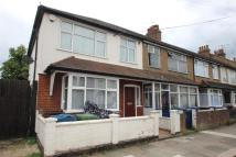 3 bedroom semi detached house to rent in Belmont Road, Harrow, HA3